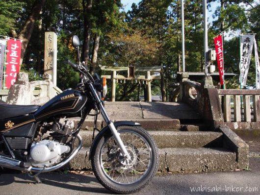 バイクと太鼓橋