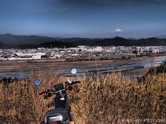 富士山と大井川とバイクのある風景