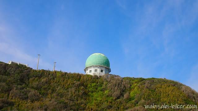 崖の上のレーダーサイト