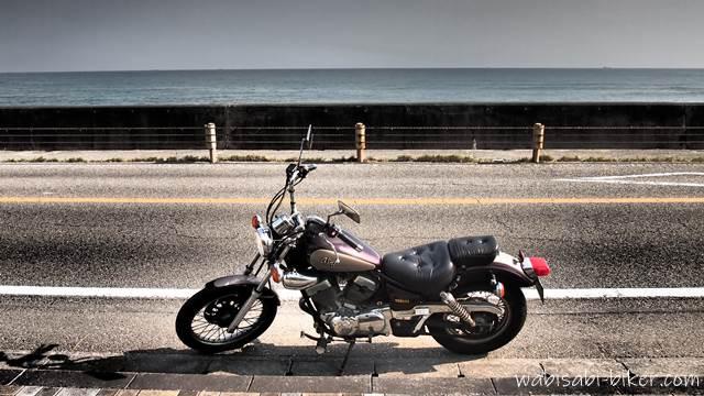 オートバイと海岸道路