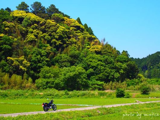 里山とバイクのある風景