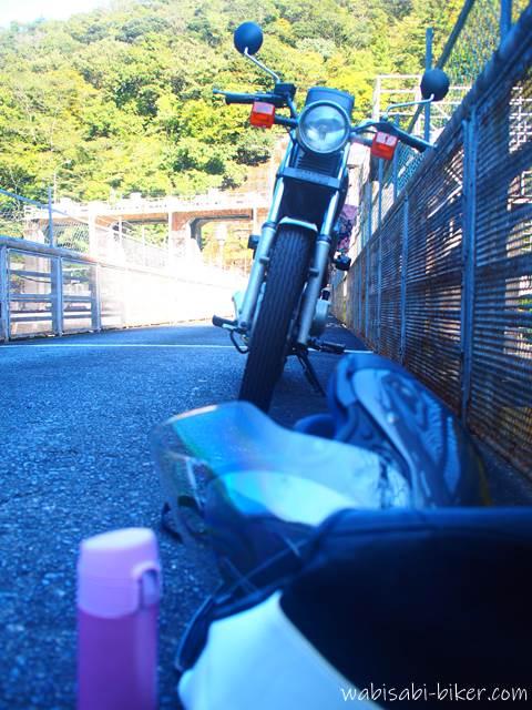 笹間川ダム オートバイと私物