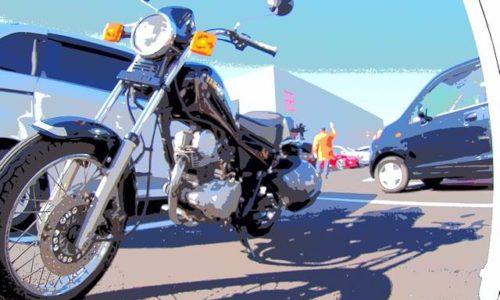 駐車場に停めたオートバイ