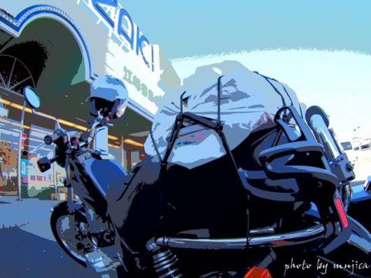 店先に停めたオートバイ