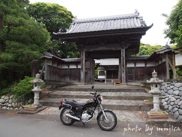 久延寺の山門とSR125
