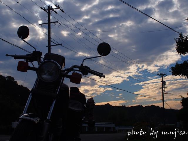 SR125と夕空