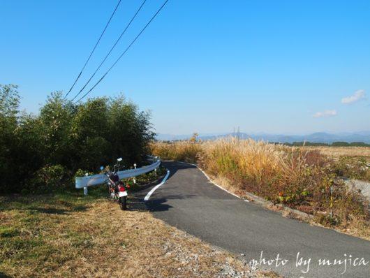 小道とバイク