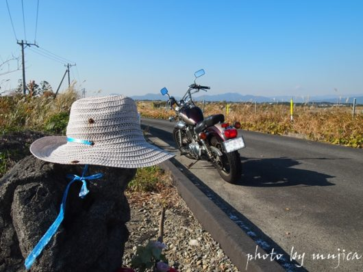 麦わら帽子を被った石像とvirago250