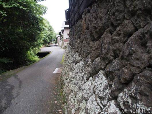 花沢の里 石垣と街道