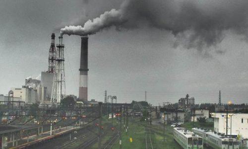 苫小牧駅と王子製紙工場
