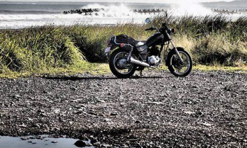 海とバイクのある風景