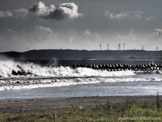 台風前の荒れた海
