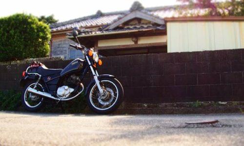 バイクとレトロ建築