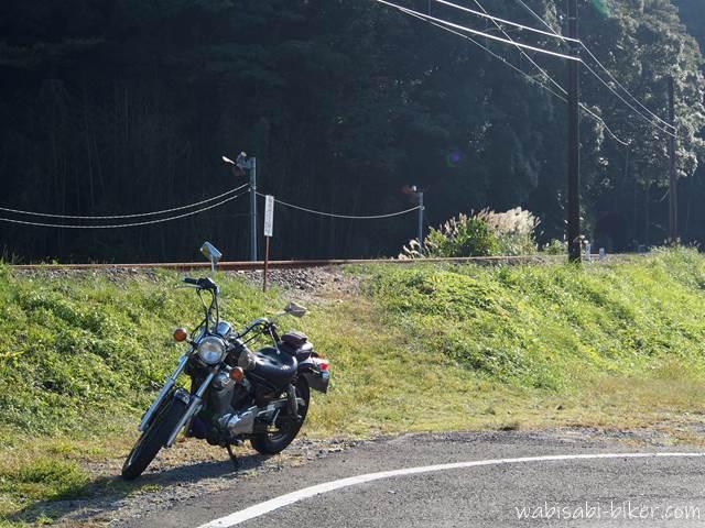 オートバイと線路