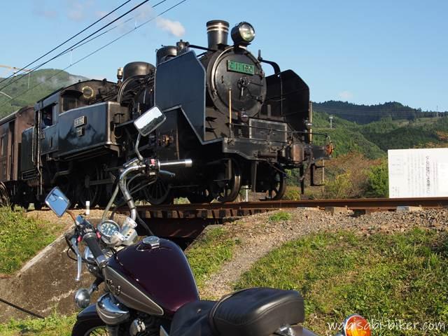 大井川鐵道のSLとオートバイ