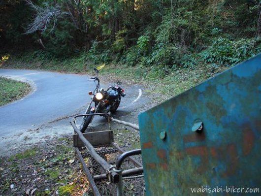 ニューラックモノレールとオートバイ