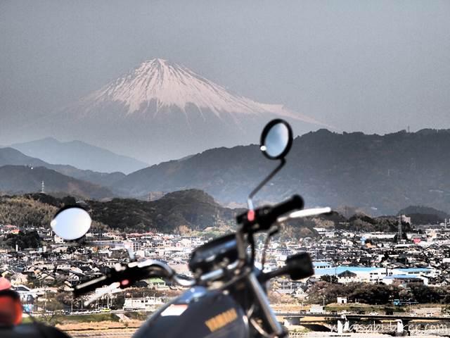 富士山とオートバイ