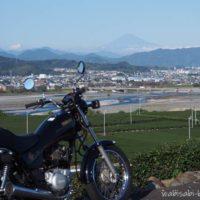 バイクと茶畑と富士山風景