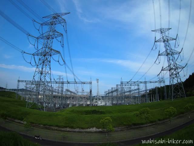 駿遠変電所とバイクのある風景