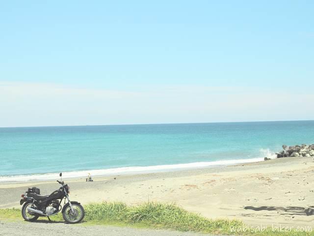 海岸とバイクのある風景