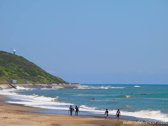 御前崎海岸のサーファー
