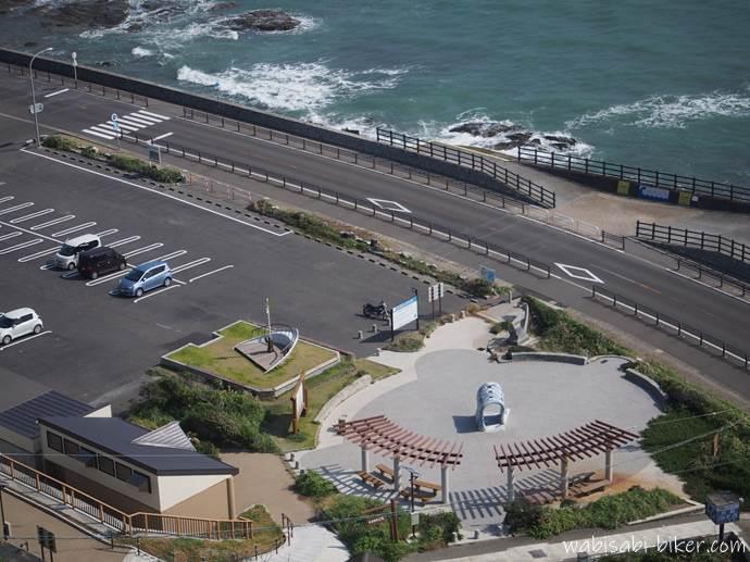 御前崎灯台の駐車場と海岸