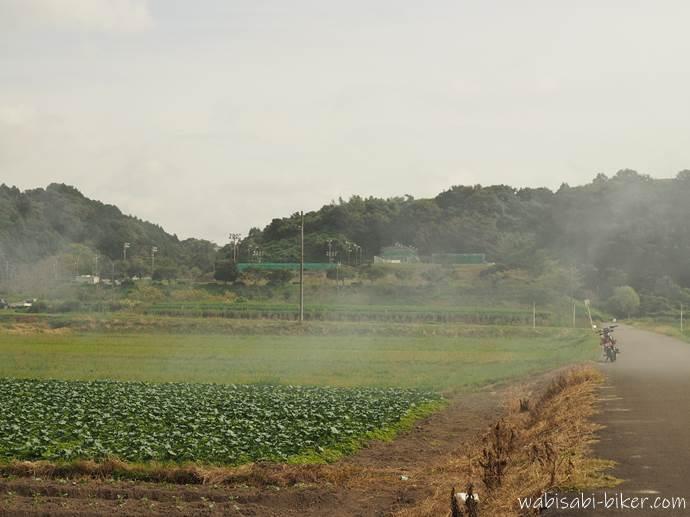 煙と畑とオートバイ