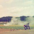 煙と、バイク写真☆YAMAHA SR125と稲わら焼き