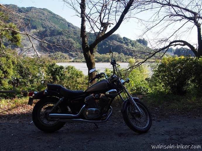神尾駅前でバイク写真
