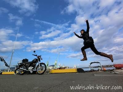 焼津石津港 バイクと自撮りジャンプ写真