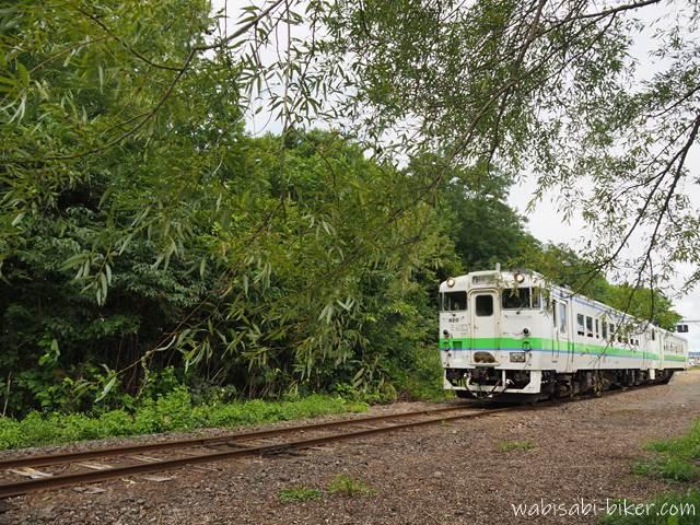 新十津川駅を出発する列車
