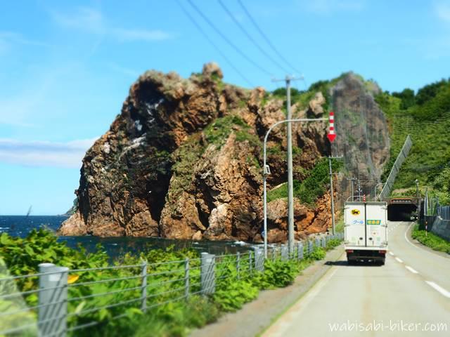 国道231号 オロロンライン 断崖とトンネル