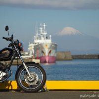 焼津 小川港 オートバイと船と富士山