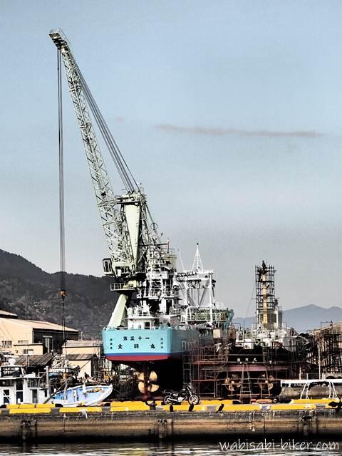 焼津小川港 造船所とオートバイ