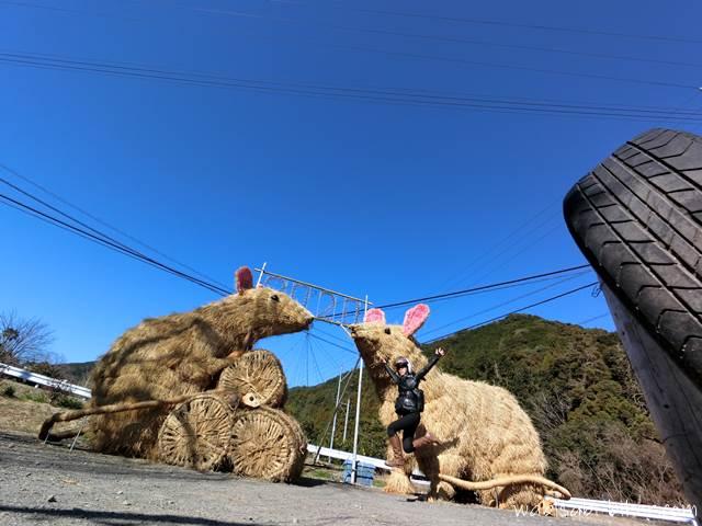 ジャンボ干支と自撮りジャンプ写真