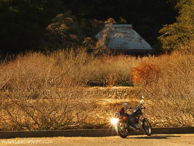 旧家とバイク