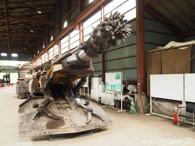 自走枠整備工場のロードヘッダ