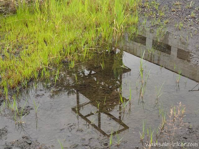 水たまりに映る旧住友赤平立坑櫓