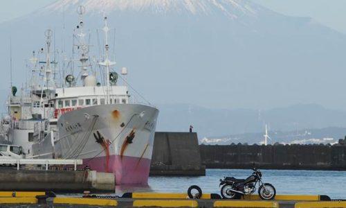 富士山と船とオートバイ