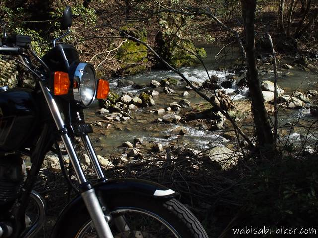 オートバイと大代川