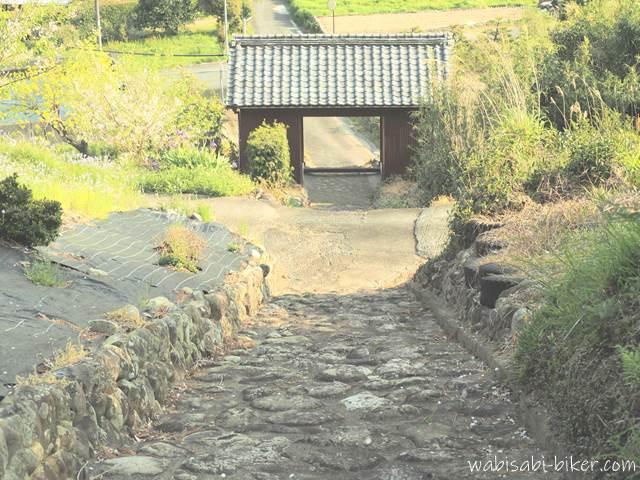 最明寺の階段と山門