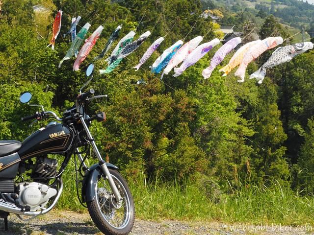 バイクと鯉のぼり