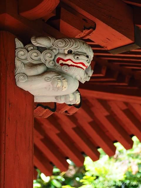 東光寺本堂の獅子 右側