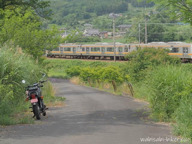 電車とオートバイ