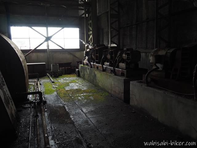 旧住友赤平炭鉱立坑櫓 建屋内部の苔