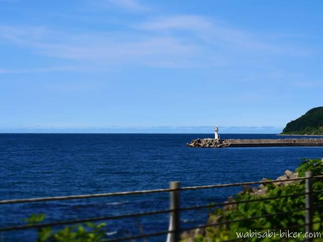 オロロンラインから見た灯台