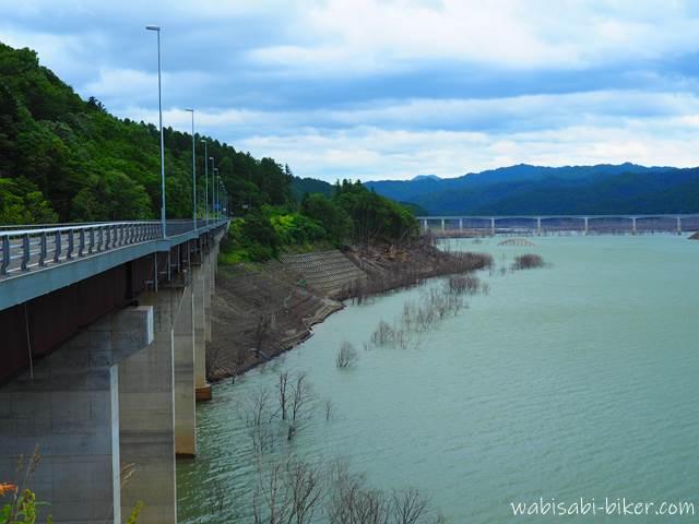 シューパロ湖と国道452