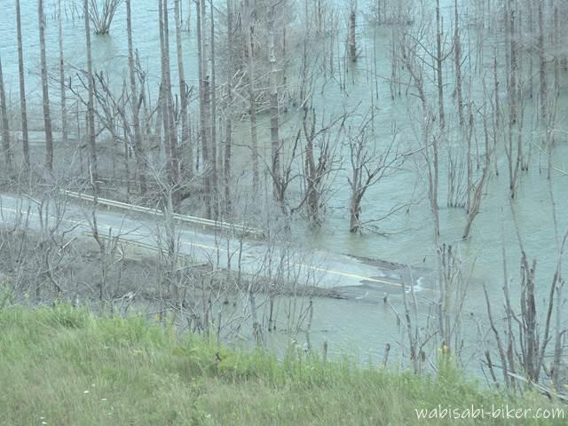 シューパロ湖の沈んだ道