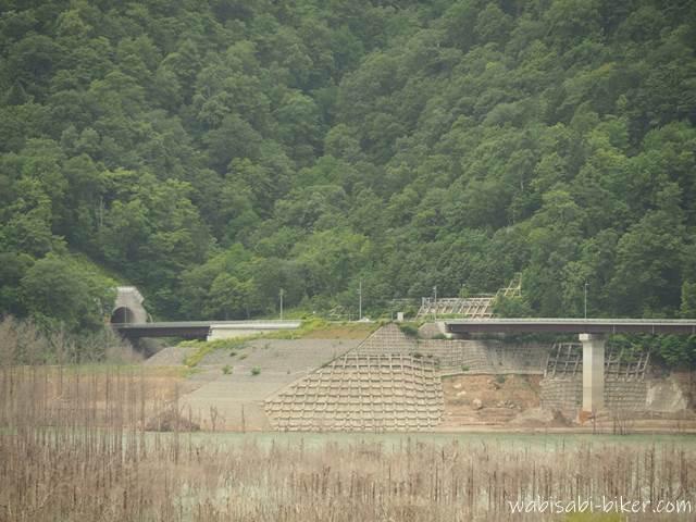 シューパロ湖とトンネル