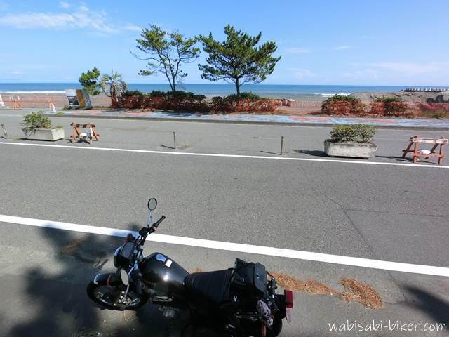 海岸道路とオートバイ